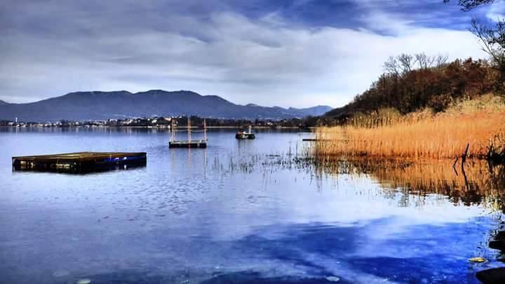 Il lago di Comabbio da Corgeno