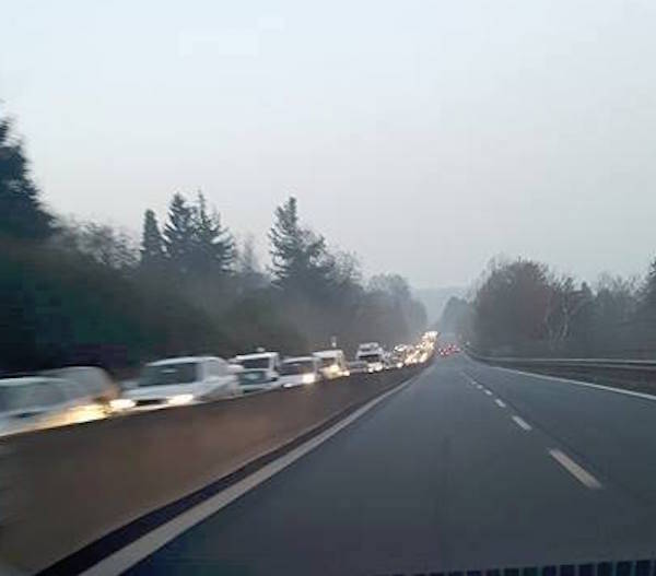 A-8, il traffico infernale in entrata a Varese