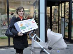 Milano, pacco dono ai nuovi nati