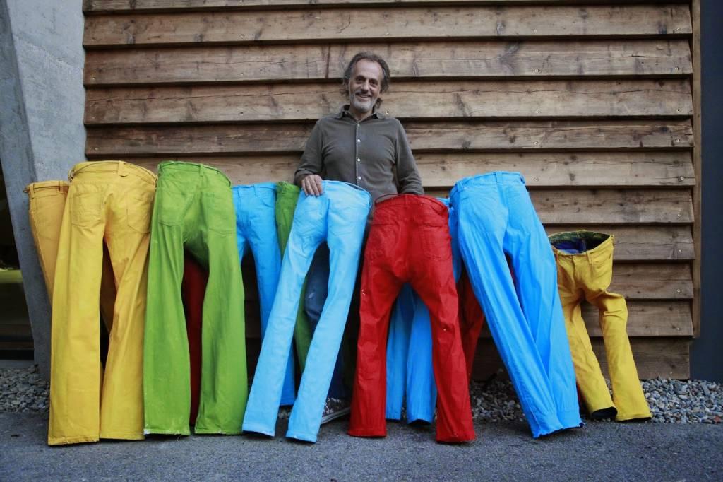 Cercasi jeans disposti a diventare scultura