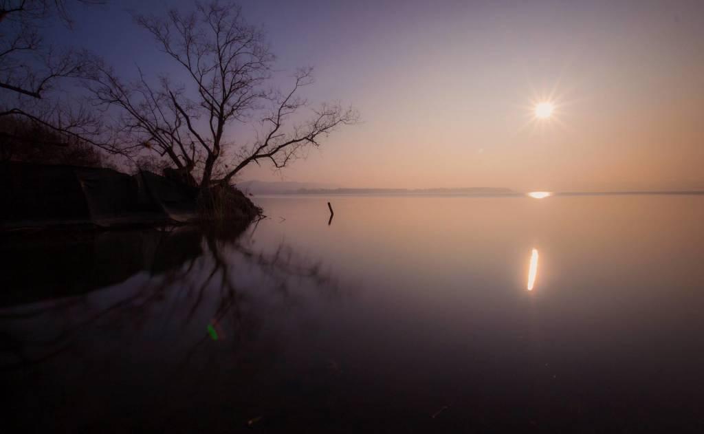 Il lago di Varese al tramonto
