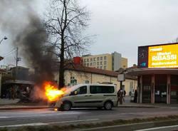 incendio auto varese