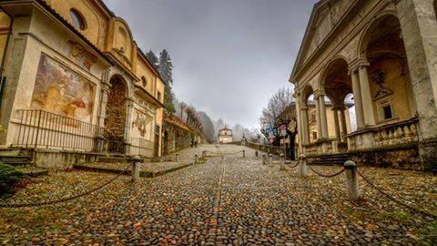 L'ingresso della via delle cappelle che porta al sacro Monte