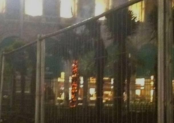 palme piazza Duomo bruciate
