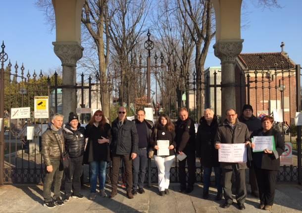 protesta taglio querce rosse cimitero castellanza