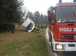 Scontro tra un furgone e un fuoristrada
