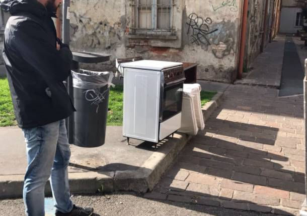 Punto cottura e forno abbandonati davanti a Palazzo Visconti. Assessore a caccia del colpevole