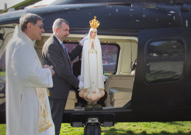 La Madonna di Fatima arriva a Sesto Calende in elicottero