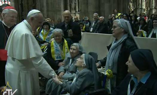 papa francesco duomo milano