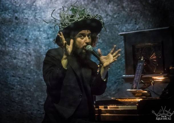 Vinicio Capossela in concerto al Teatro Apollonio