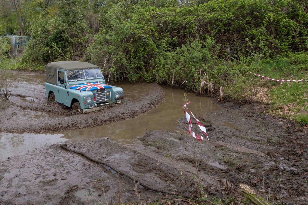 Autoraduno Land Rover  a Mustonate