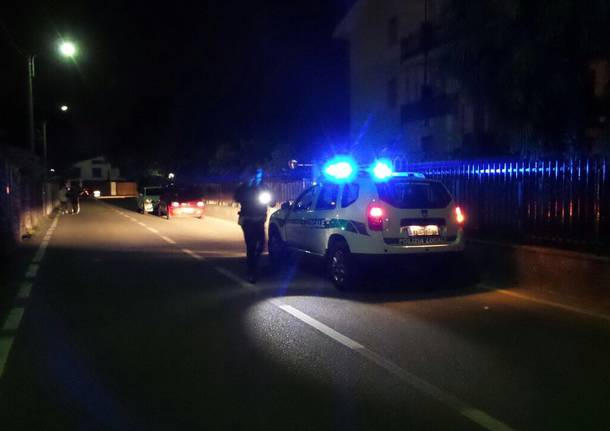 Ingranaggi sparsi sulla strada: danneggiate 4 auto
