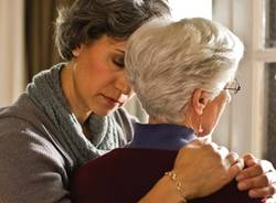 L'ANZIANO IN FAMIGLIA | Lo stress del caregiver: corpo e mente al centro della relazione di cura