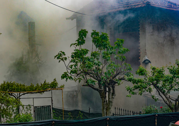 Incendio in un cascinale a Crugnola