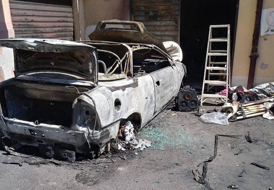incendio auto venegono inferiore
