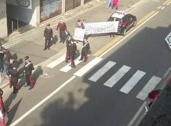 Protesta in piazza contro il Movimento Etica