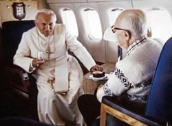 Wojtyla e Pertini in aereo