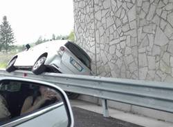 Arcisate - auto sul guardrail