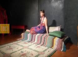 """Un autoritratto di Frida kahlo.                          Sabato 22 maggio, nel ridotto del Teatro Sociale di Busto Arsizio, ha avuto luogo la rappresentazione dello spettacolo: """"Urlo! - Autoritratto intimo di Frida Kahlo""""."""