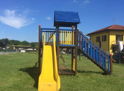 Baranzit, i volontari sistemano il parco giochi