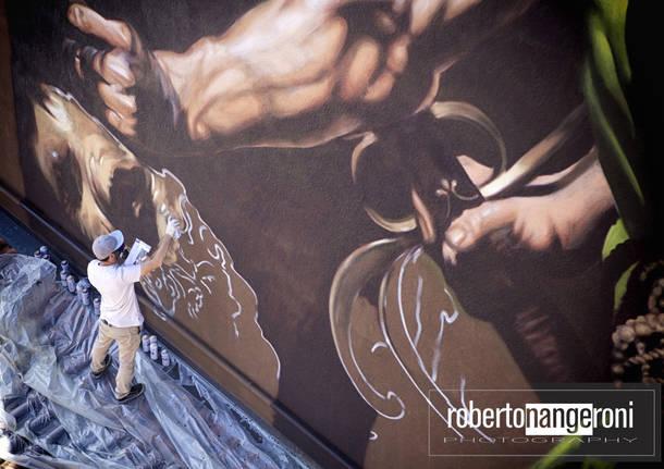 """Il \""""Davide e Golia\"""" diventa un murales \""""gigante\"""" nel centro di Varallo."""