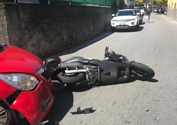 Scontro auto/moto a Caravate