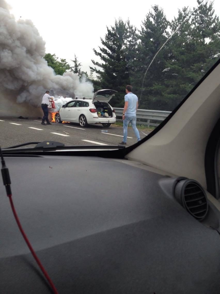 Auto in fiamme tra Castellanza e Busto Arsizio