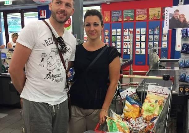 Si conoscono al supermercato e domani si sposano