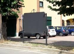 """Arrivano i tabelloni per le affissioni, Per Uboldo: \""""Finalmente basta manifesti sugli alberi\"""""""