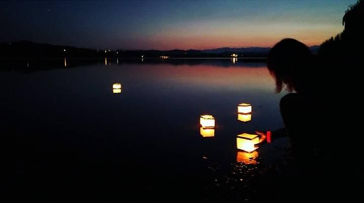 lanterne cinesi sul lago