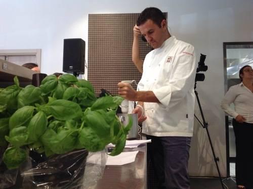 Panna da grattuggiare e sfoglia liquida, il soprendente menu di Simone Zambon