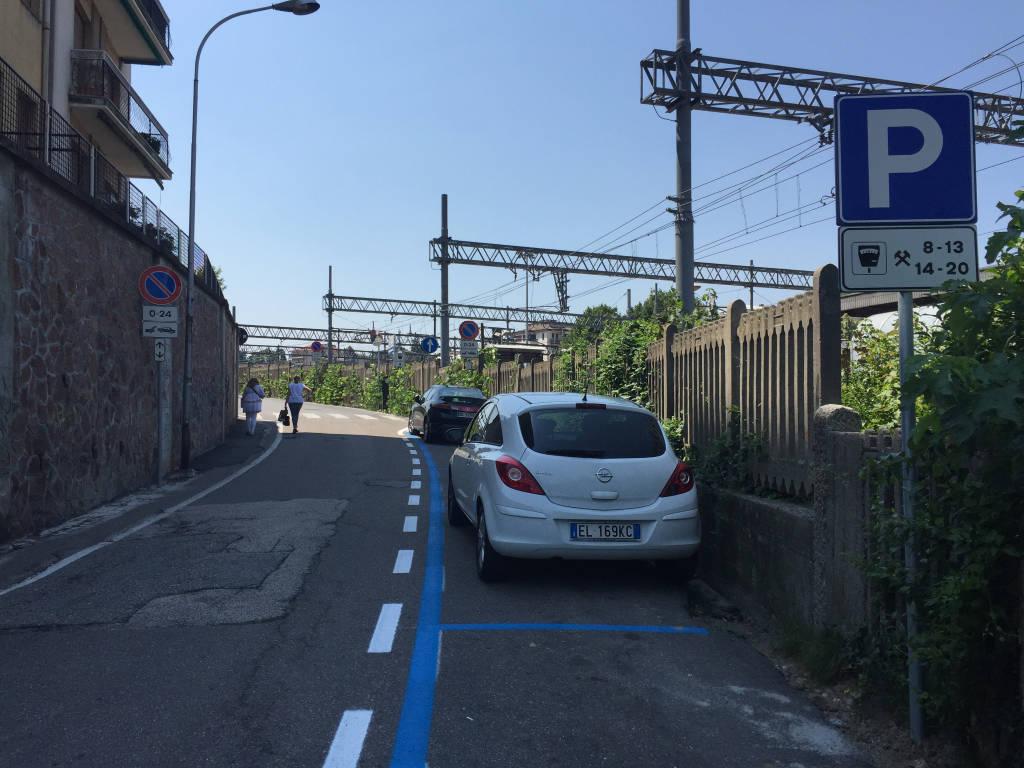 Parcheggi blu intorno all'ospedae del Ponte