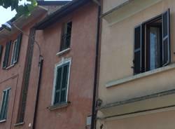 Precipita dalla finestra di casa a Casbeno