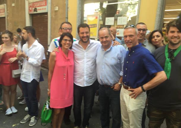 Salvini, sfilata tra i negozi del centro