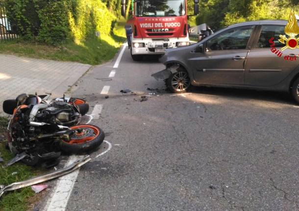 incidente moto auto