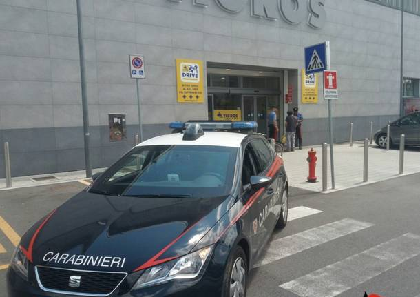 carabinieri supermercato tigros