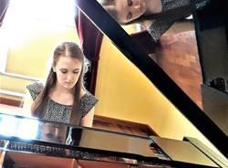 Sophia, la giovanissima pianista varesina.
