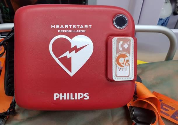 Il nuovo defibrillatore regalato dal Centro anziani