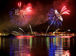 I fuochi d'artificio di Arona visti da Angera