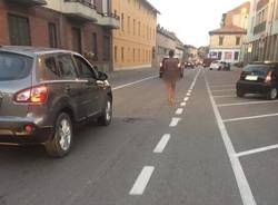 uomo nudo in strada busto arsizio