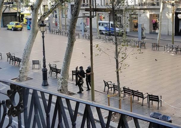 Attentato Barcellona caccia ai terroristi foto
