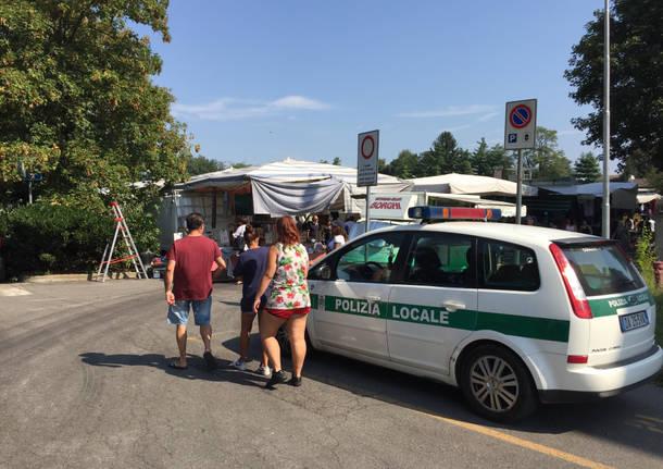 Camion in panne, mercato evacuato a Tradate