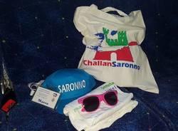 Cappellini azzurri: primo gadget del gemellaggio Saronno-Challans