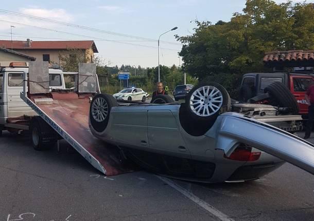 Scontro tra auto a Cocquio