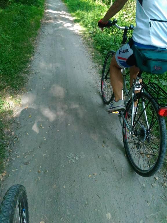 pista o sentiero ciclabile sul lago di Varese