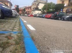 Strisce blu e parcheggi per i pendolari