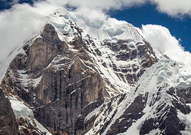 montagna siula grande ande perù matteo della bordella