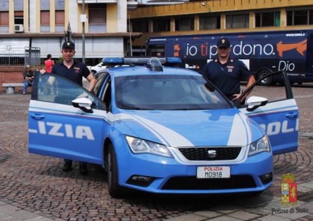 volanti polizia piazza repubblica varese