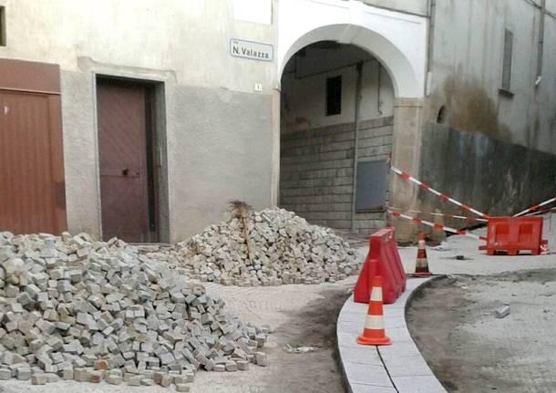 I lavori nel centro storico di Bisuschio