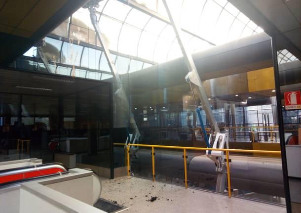 Operai e mezzi in Municipio: rimesso a nuovo il tetto dopo l\'incendio